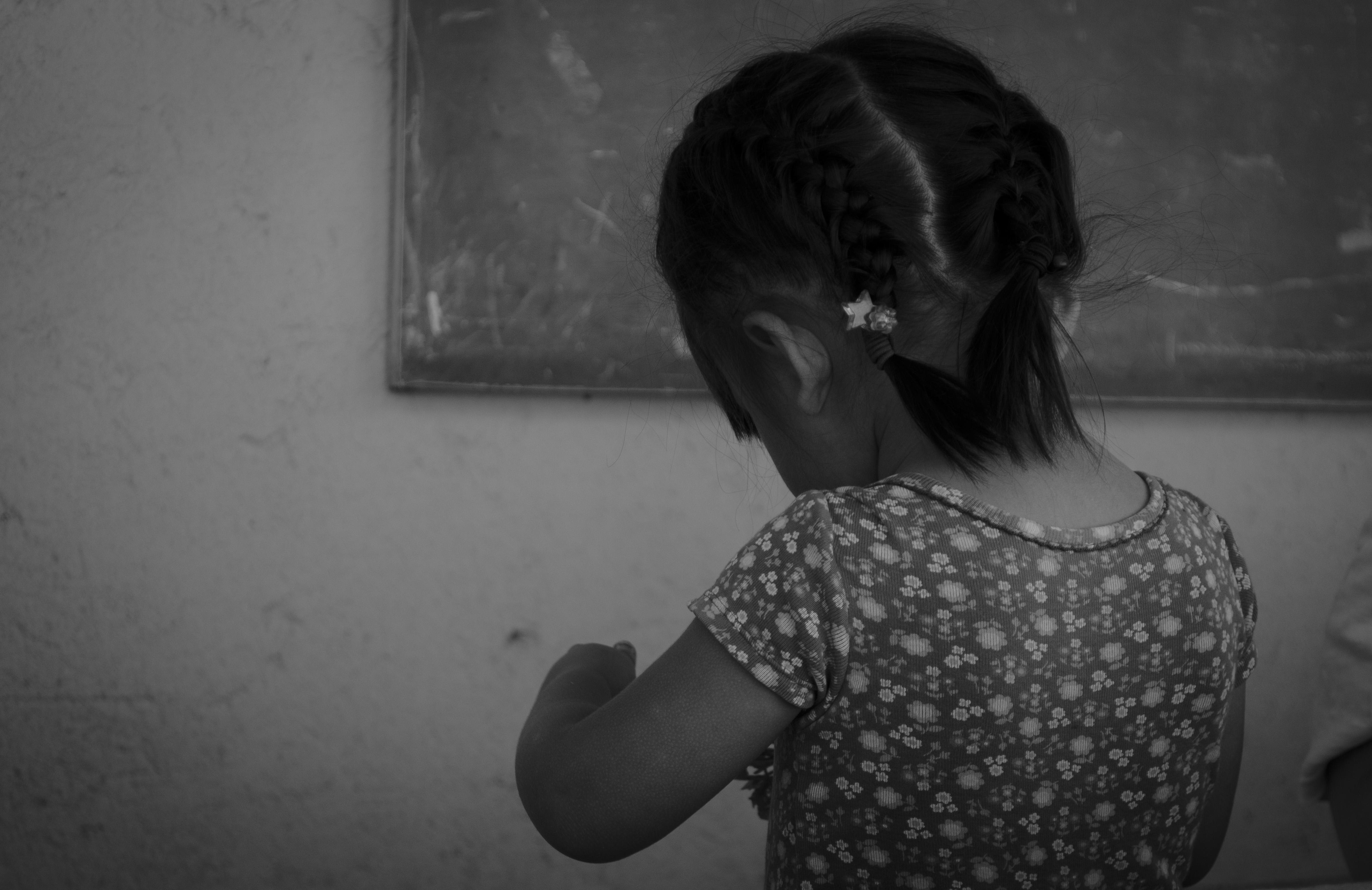INFANCIA OLVIDADA EN PRISIÓN: LA REALIDAD DE CIENTOS DE NIÑAS Y NIÑOS